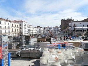Prepación pista central en Plaza Mayor de Cáceres